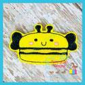 Bee Macaroon Feltie